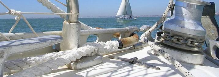Reyes navegando en Velero