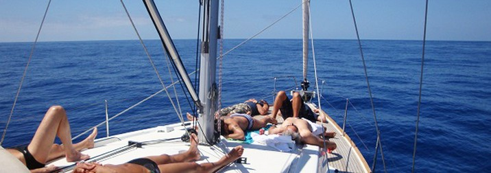 navegando en velero a Menorca